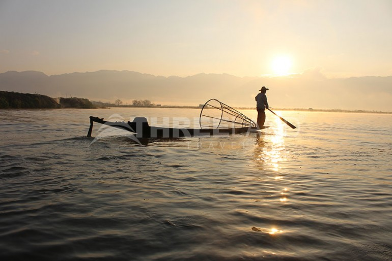 Boatman at Inle lake